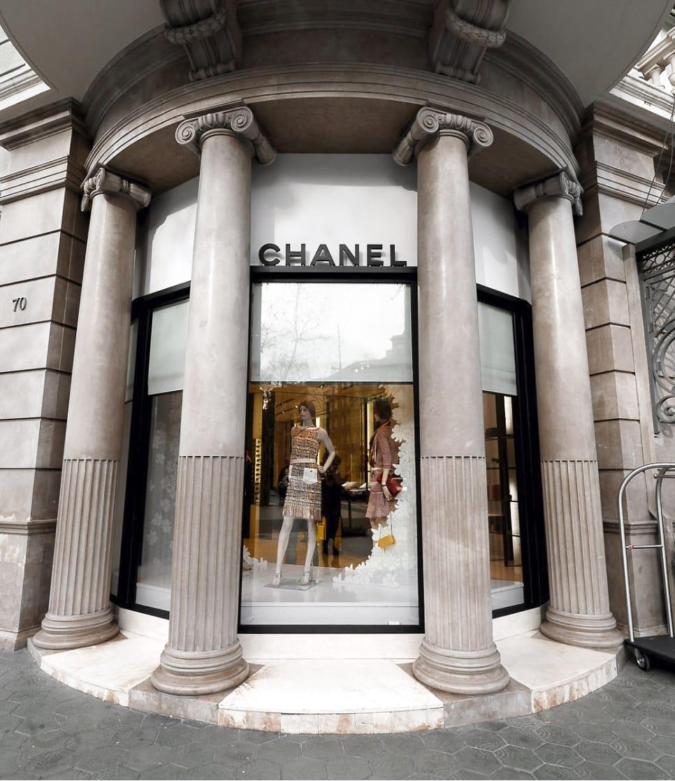 escaparate de tienda de moda Chanel