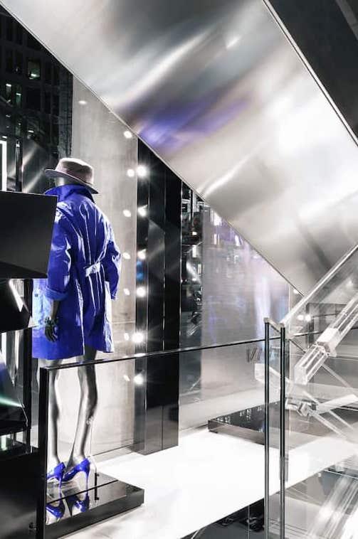 iluminación en tienda Armani