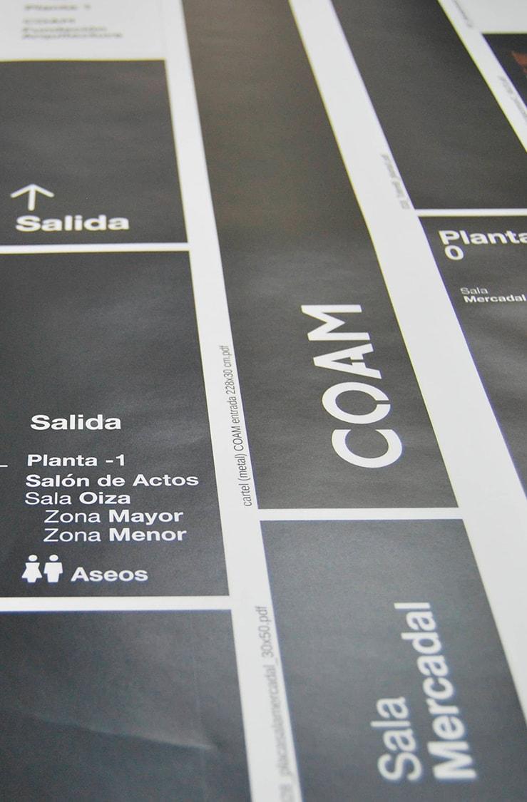 Señalización con cartelería impresa para accesibilidad en el edificio del COAM