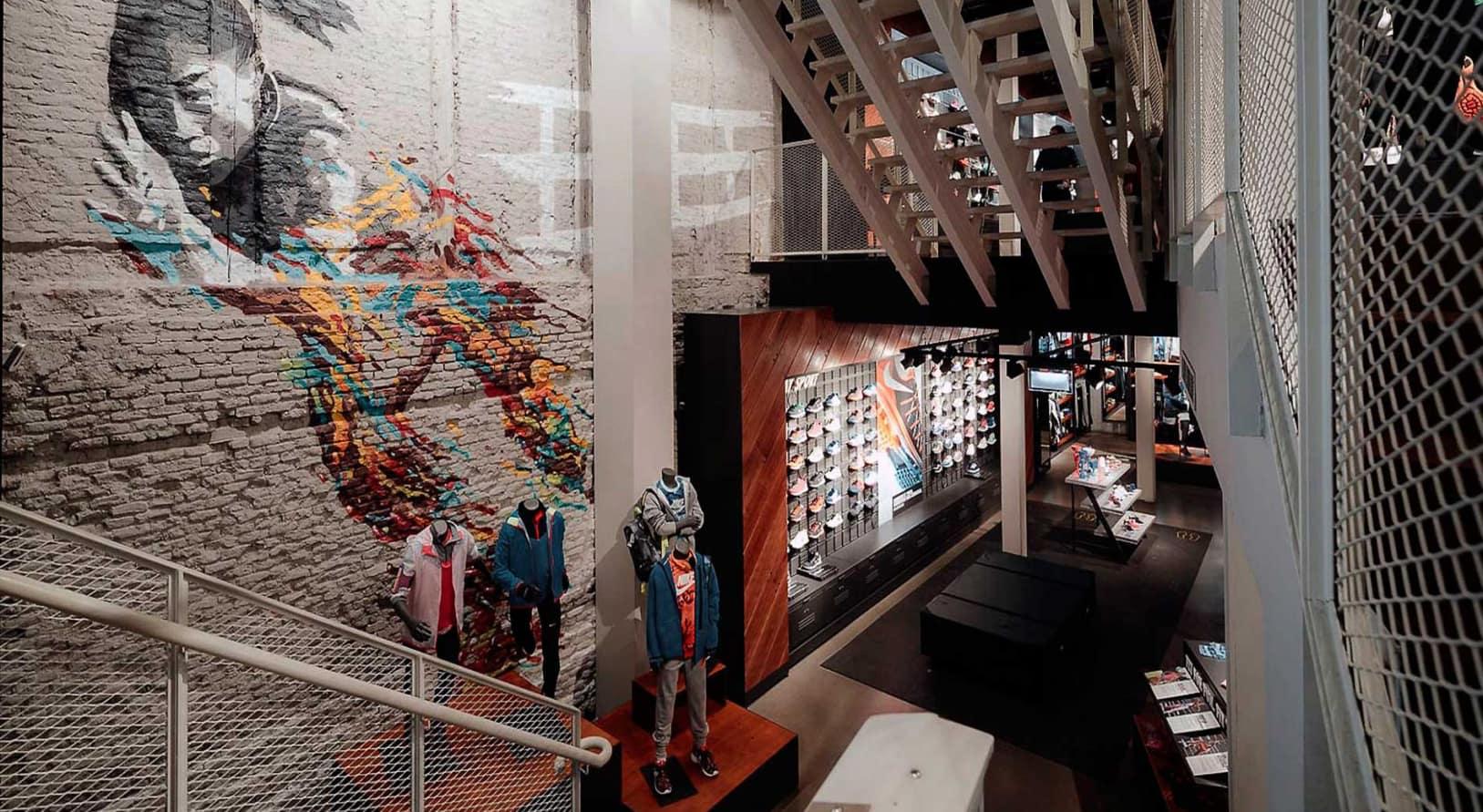 interior de tienda Nike decorada