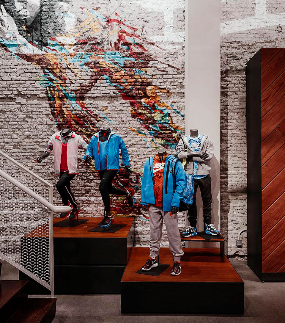 Instalación de gráficas de gran formato proyecto de interiorismo para Nike