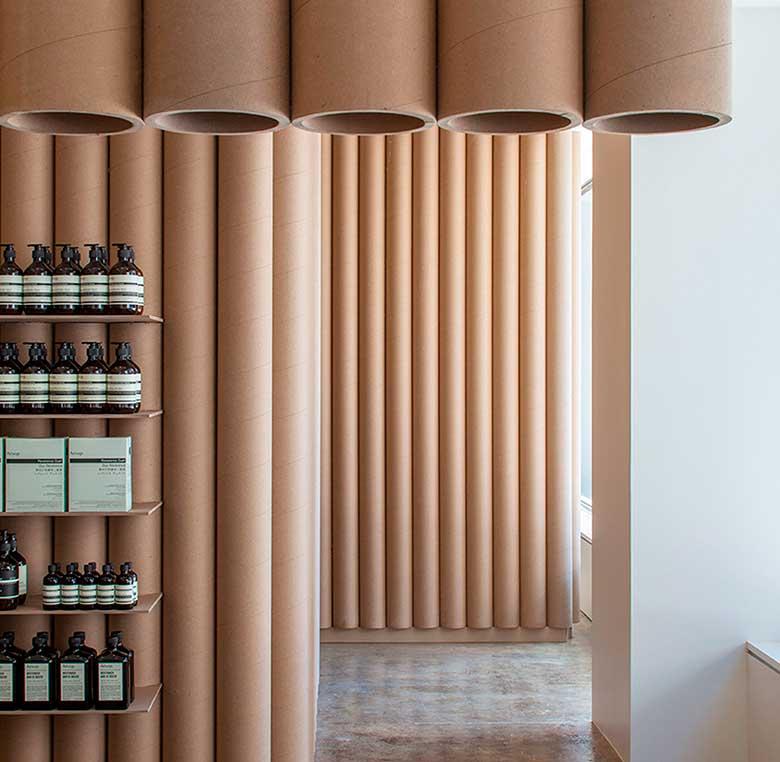 Decoración interior de tienda de belleza Aesop