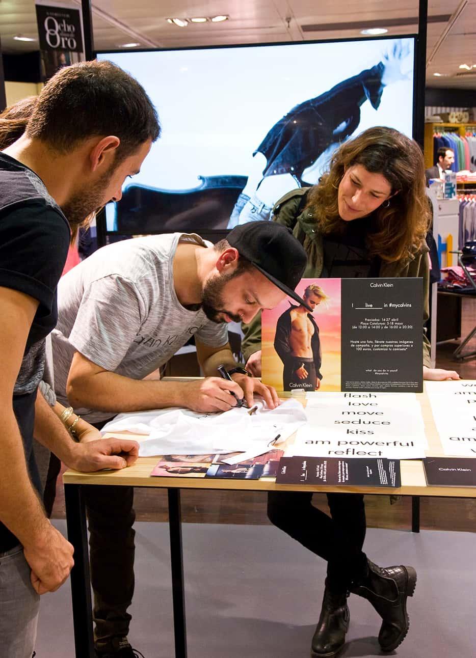 Clavin Klein consigue con sus campañas crear experiencias inolvidables en sus clientes