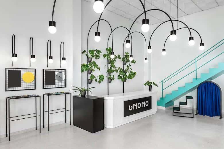 interior de espacio decorado con diferentes materiales