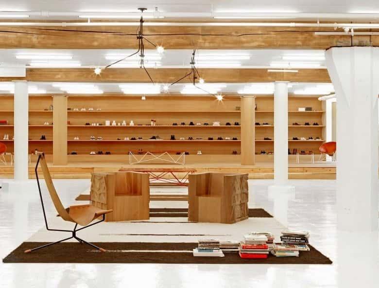 interior de tienda decorada con madera