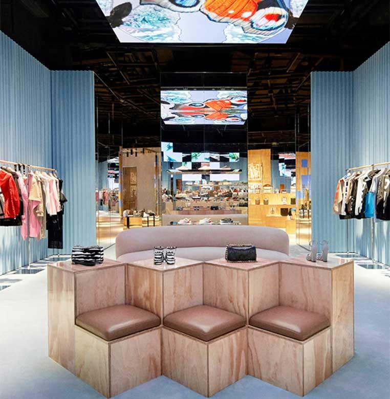 La tienda está dividida en diez salas, cada una con un entorno diferente para aumentar la sensación de descubrimiento