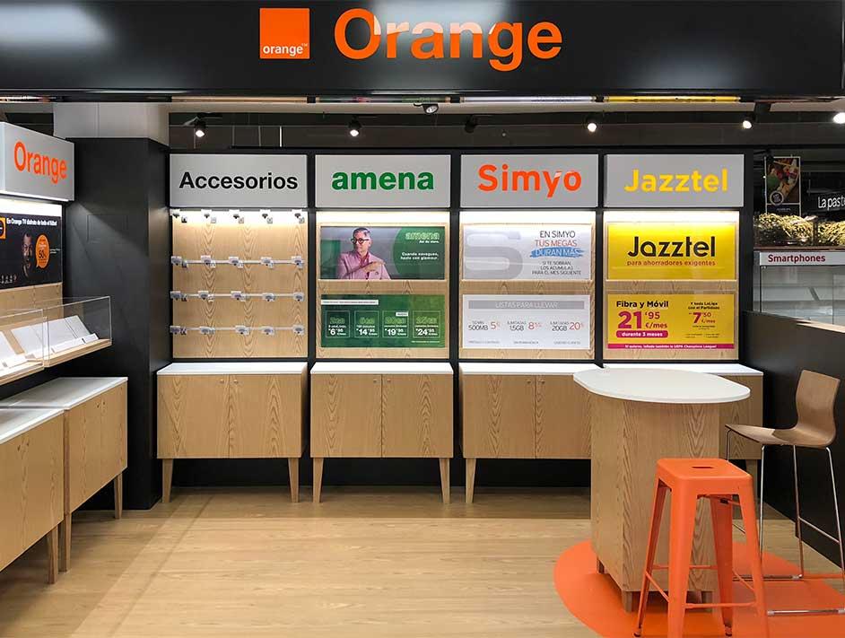 Cambio de imagen en los espacios Orange en los Centros Comerciales Carrefou