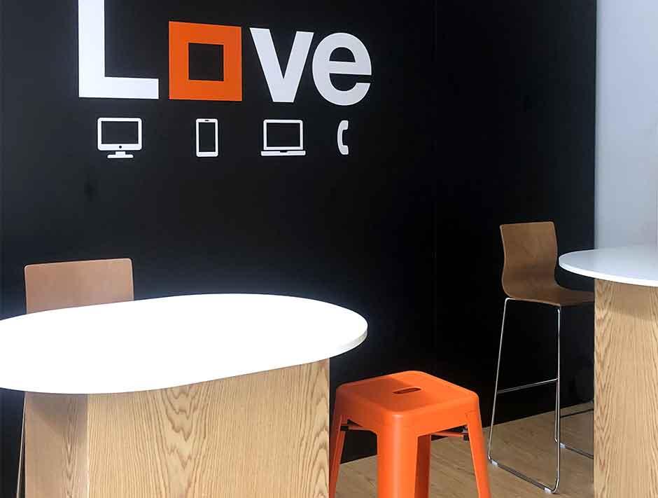 Imagen moderna y actual para Orange en los Centros Comerciales