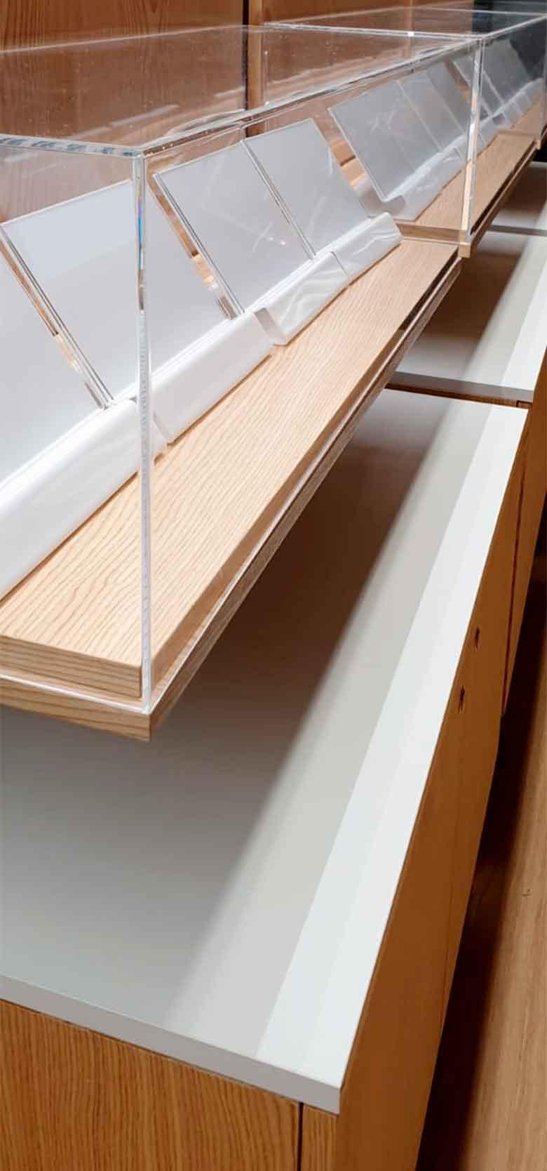 Proyecto Orange urnas PVC mobiliario a medid en madera