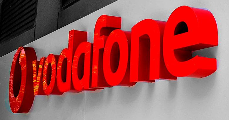 Rótulo luminoso para tiendas Vodafone España.