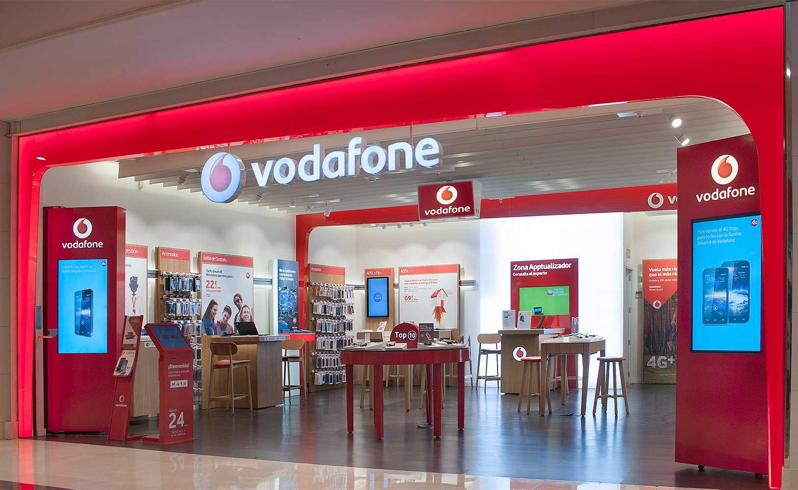 Interior de tienda Vodafone, comunicación visual fundamental para atraer al consumidor.