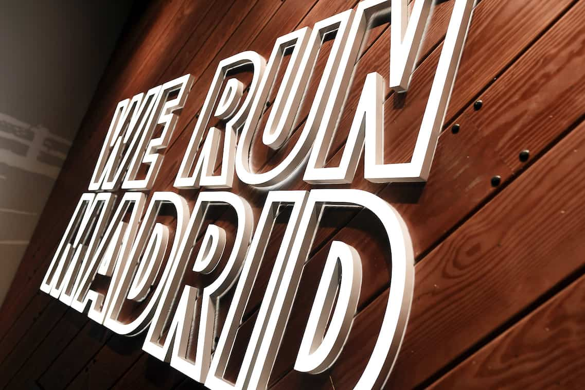 Letras corpóreas fabricadas en madera para la tienda de Nike en Madrid