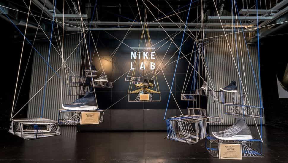 Elementos de metal e hilos en el espacio NikeLab 1948 Londres