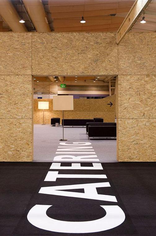 Interior señalizado en suelo en evento de nato summit Lisboa