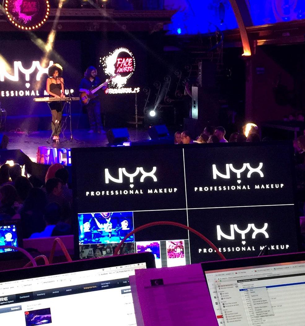 Producción organización eventos producción e instalación elementos gráficos evento NYX