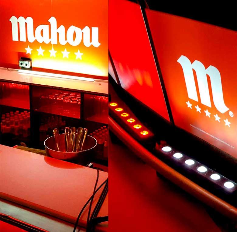 Decoración de barra de bar con imagen de marca