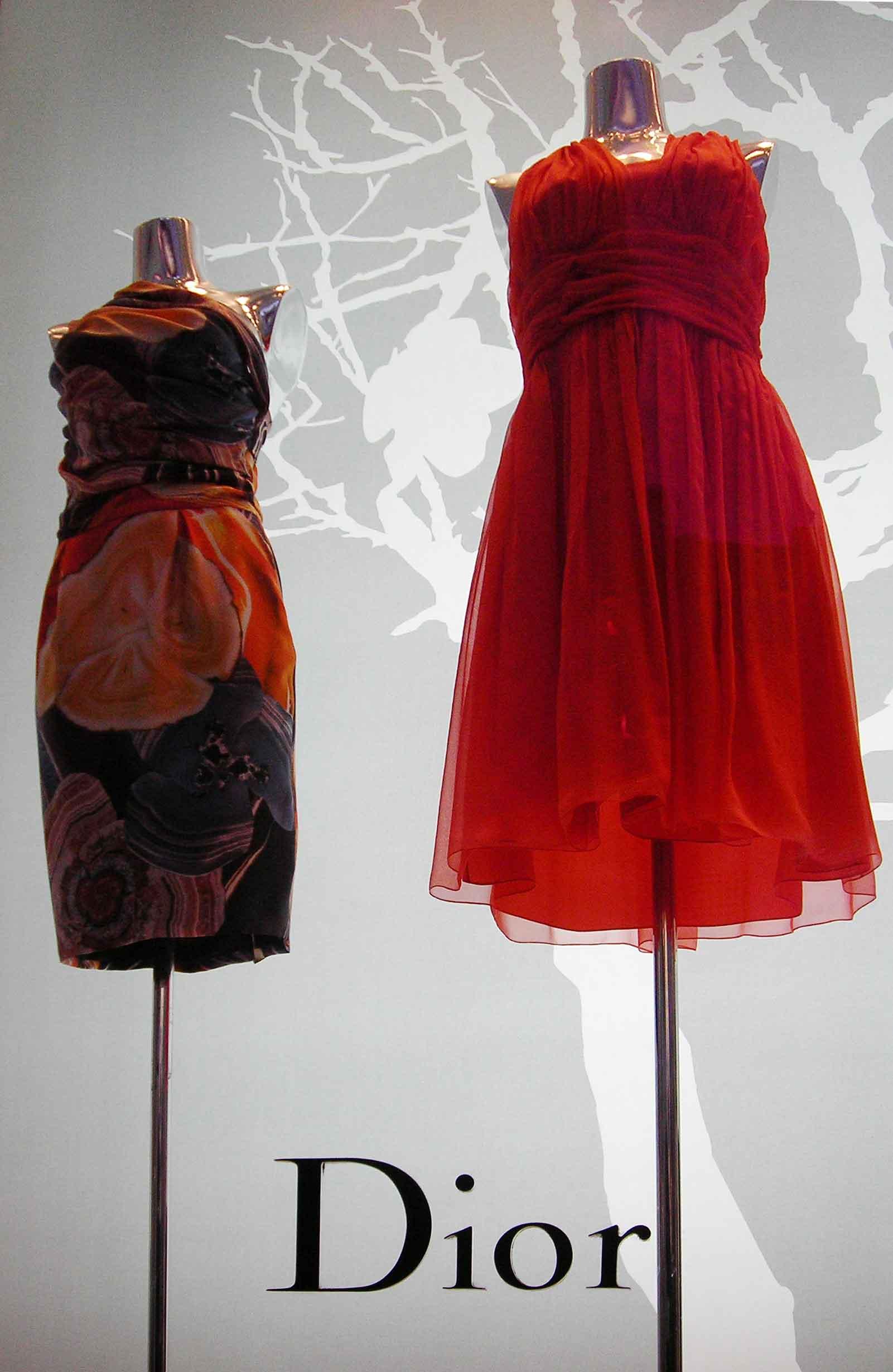 escaparate-Dior-puerto-banus-con-traseras-retroiluminadas