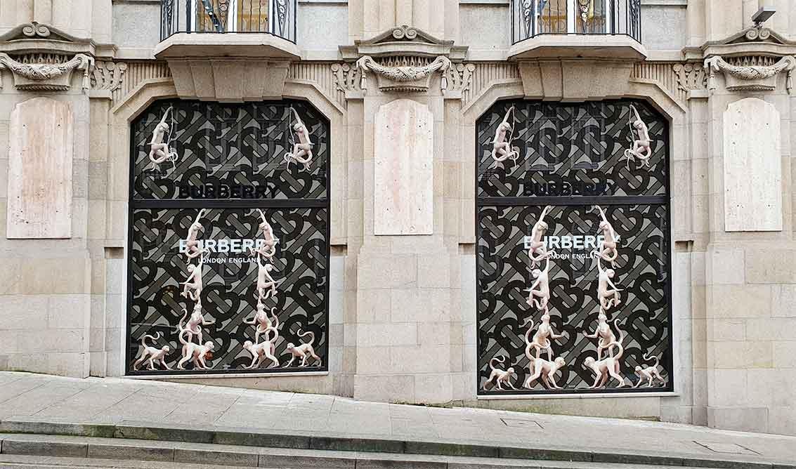 impresion-digital-en-escaparates-burberry-portugal