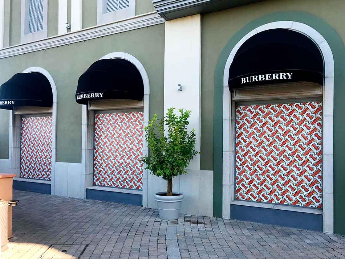 impresion-digital-para-escaparates-cambio-de-logotipo-burberry