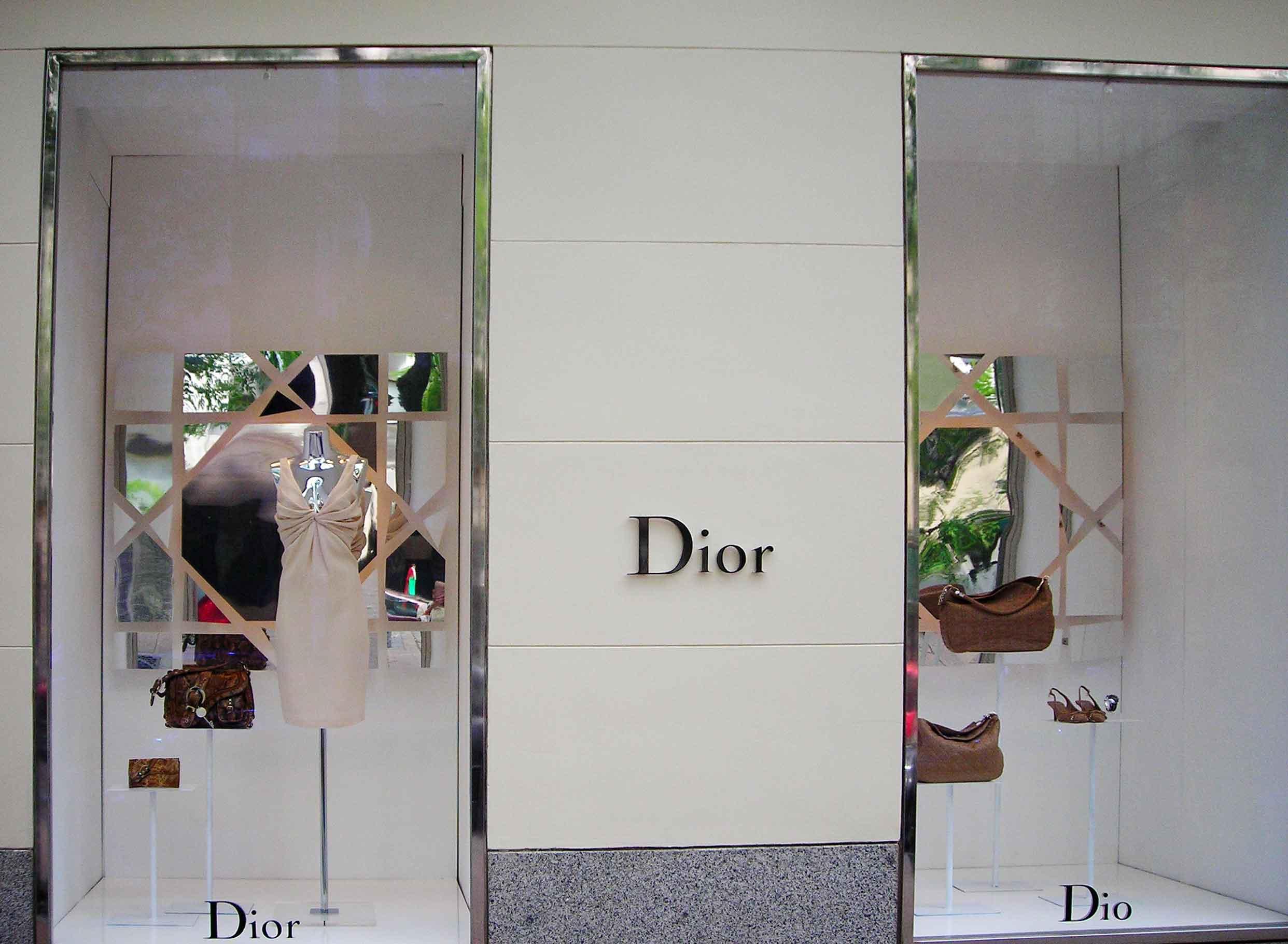 instalacion-decoracion-espejos-escaparates-Dior