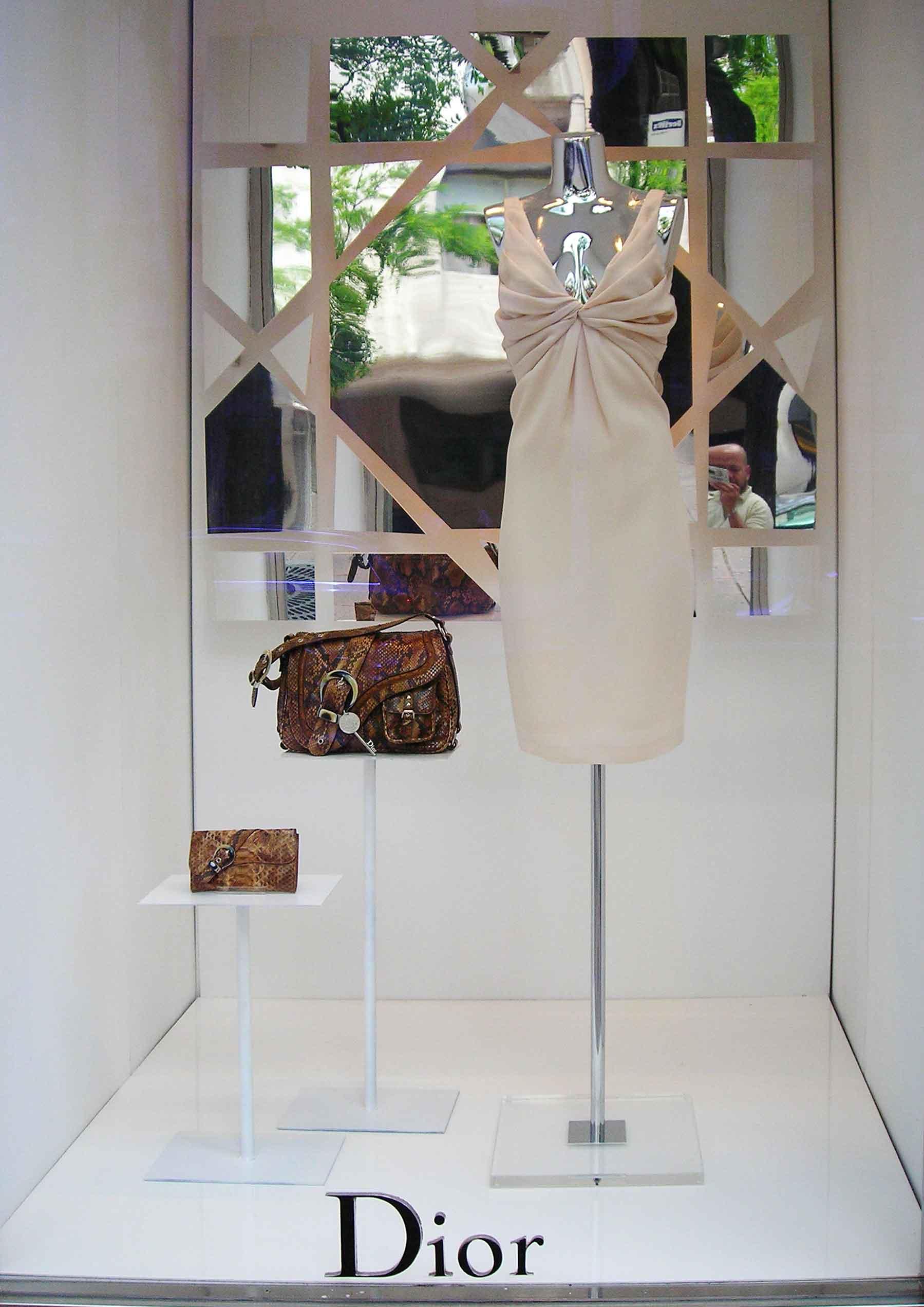 instalacion-decoracion-espejos-para-escaparates-Dior
