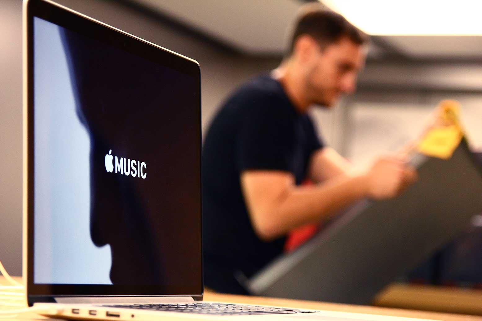 instalacion-mobiliario-apple-store-francia