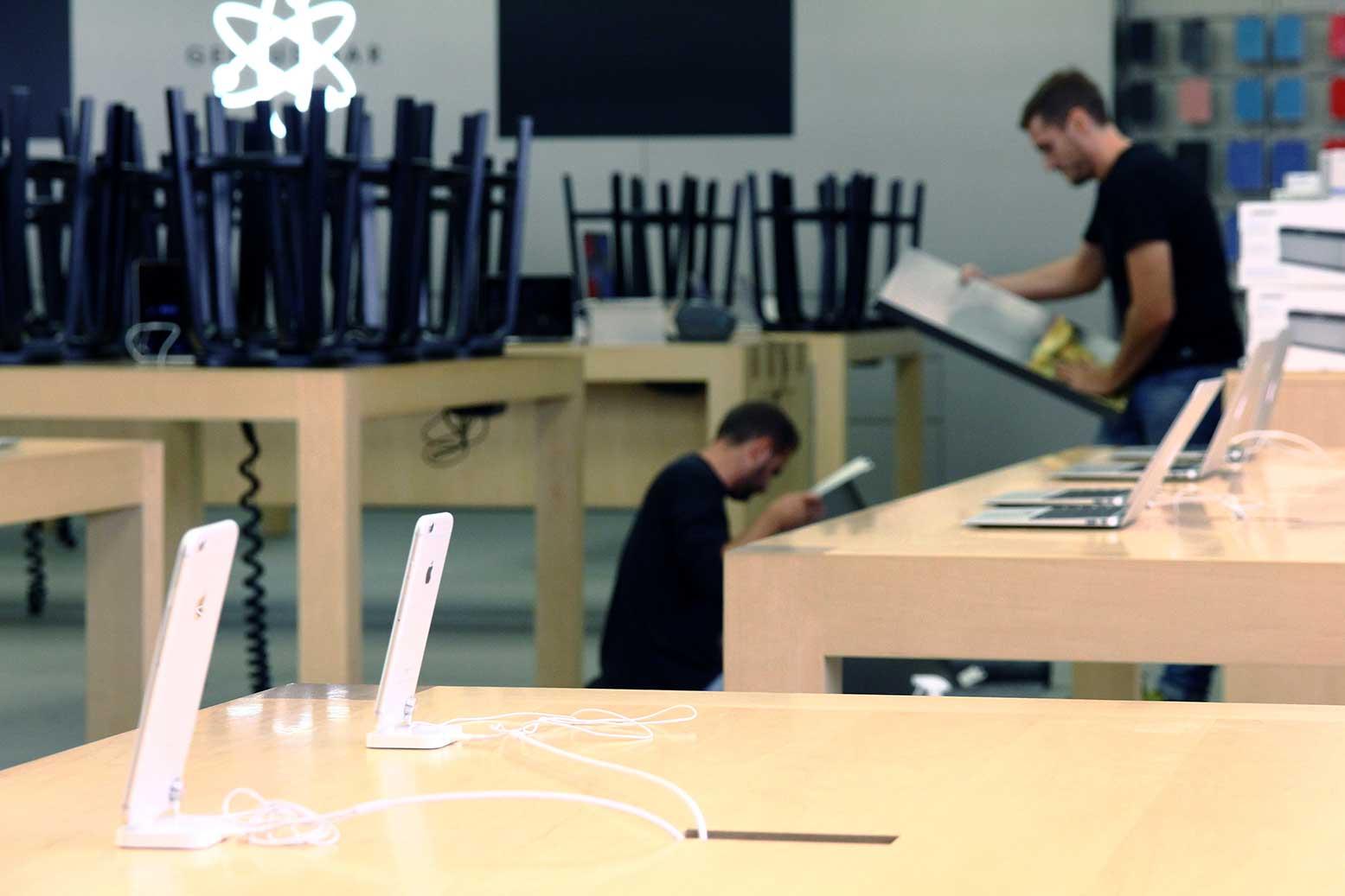 nuevos-acabados-para-expositores-plv-apple-store