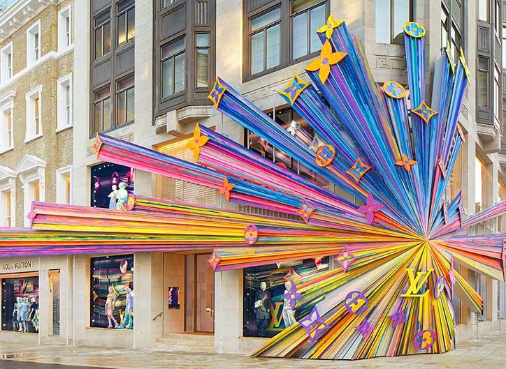 ¿Cómo atraer a tus clientes gracias a la decoración de fachadas?