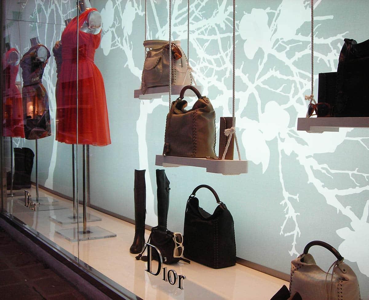 escaparate-Dior-puerto-banus-con-traseras-retroiluminadas-02