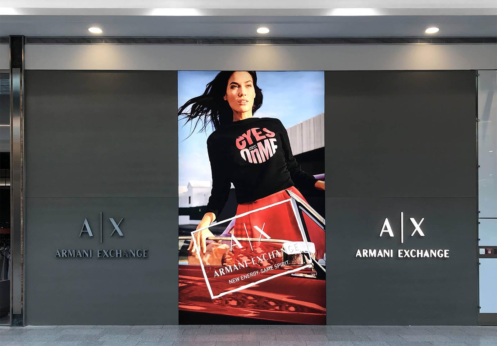 instore-clientes-armani-escaparatismo-y-diseno-espacios-comerciales