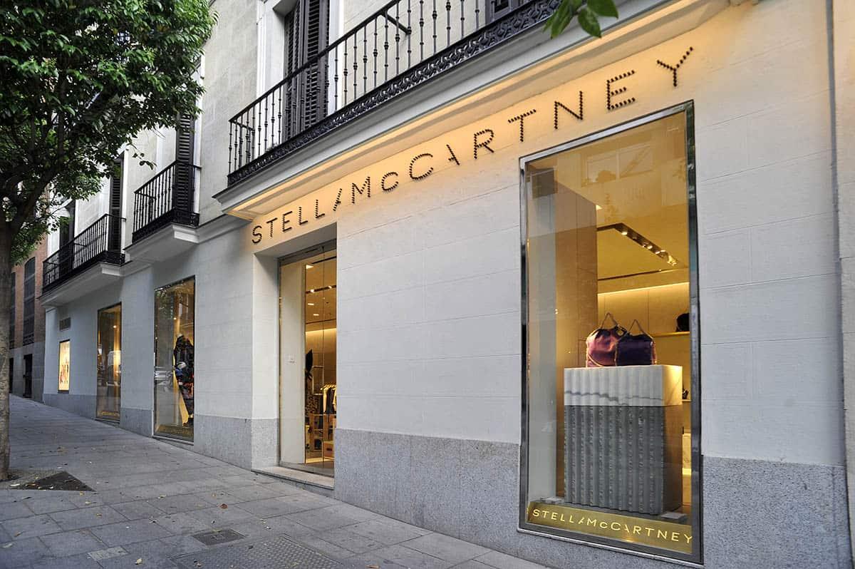 instore-clientes-stellamccartney-escaparatismo-y-visual-merchandising