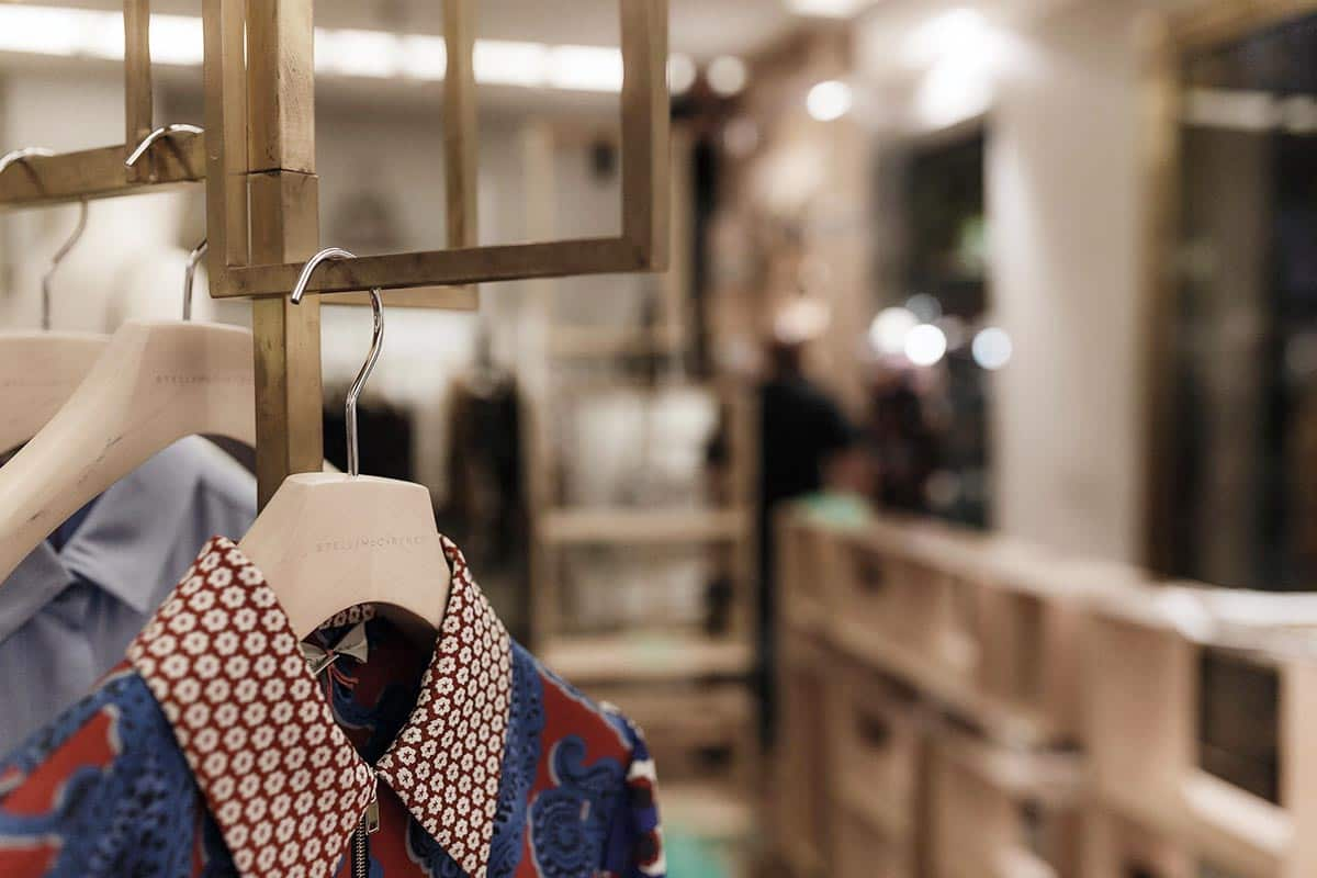 instore-clientes-stellamccartney-mobiliario-para-tiendas