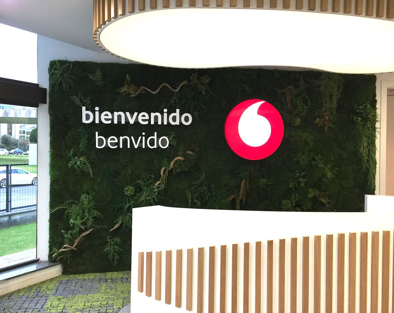 instore-clientes-vodafone-decoracion-de-oficinas
