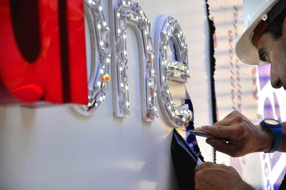 instore-clientes-vodafone-produccion-instalacion-rotulos-luminosos