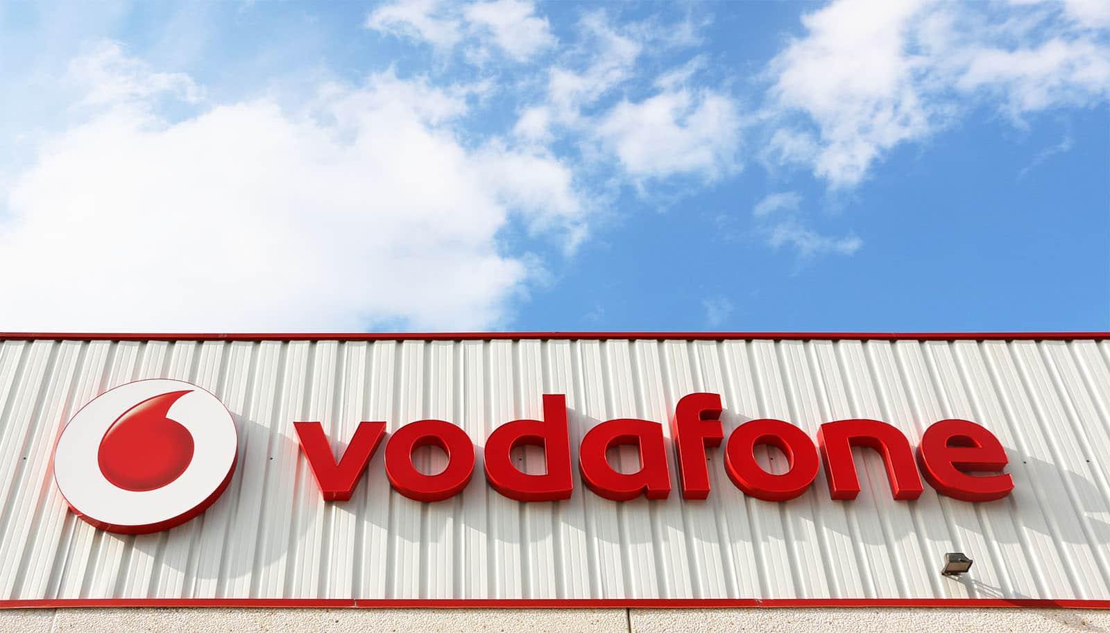 instore-clientes-vodafone-rotulos-luminosos