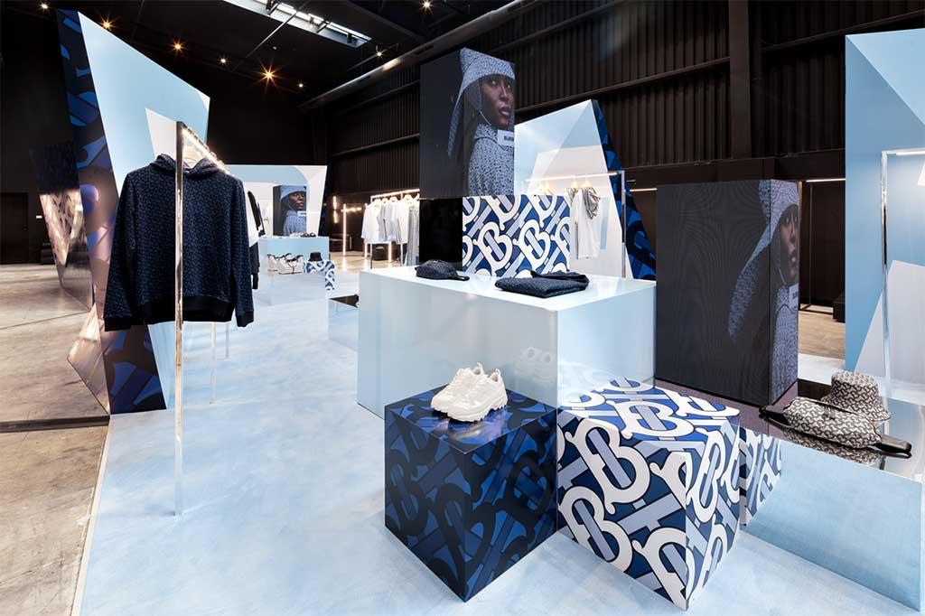 instore-clientes-burberry-mobiliario-para-tiendas-flagship-store-ibiza