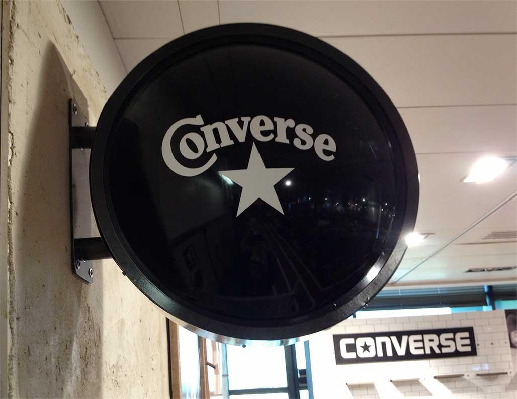 instore-clientes-converse-rotulos-luminosos-corporeos
