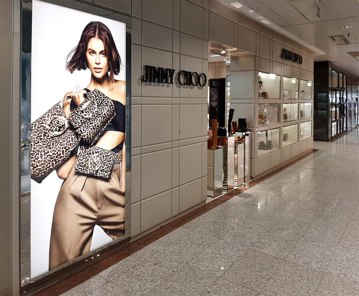 instore-clientes-jimmy-choo-impresion-digital-textil-backlight
