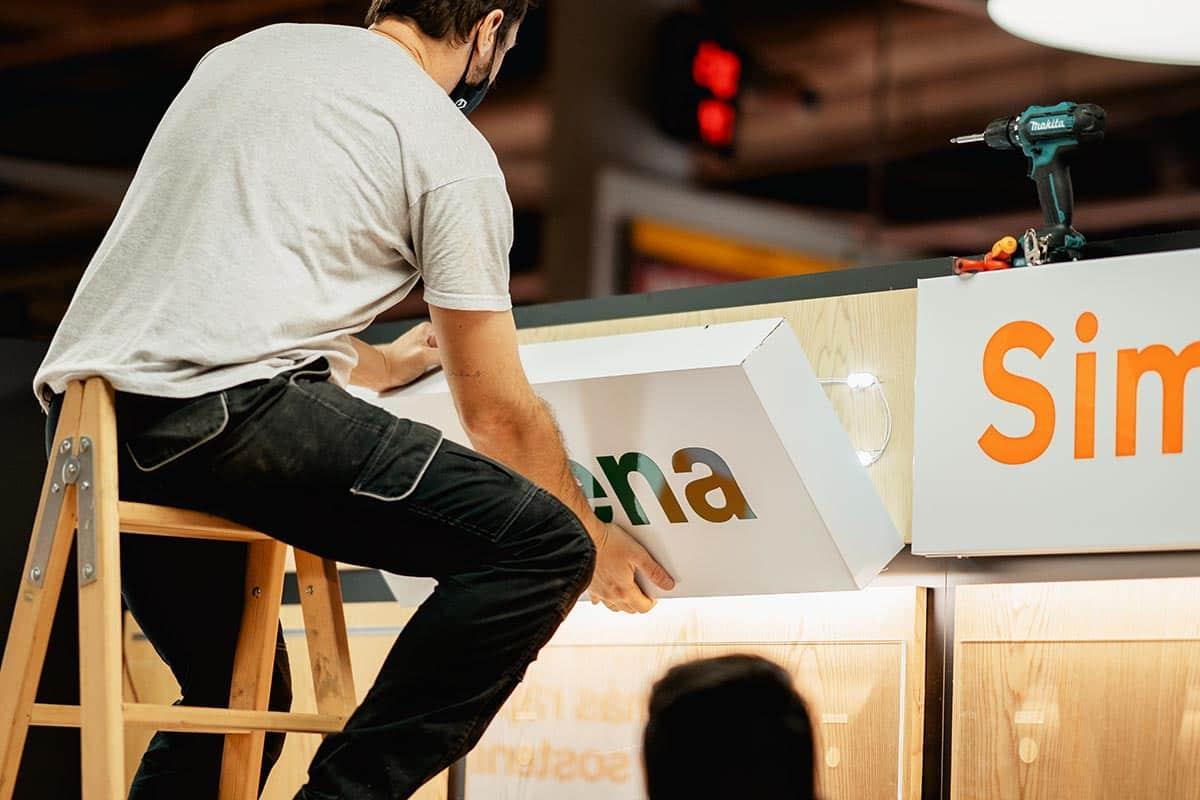 instore-clientes-orange-instalacion-rotulos-luminosos-espacios-comerciales