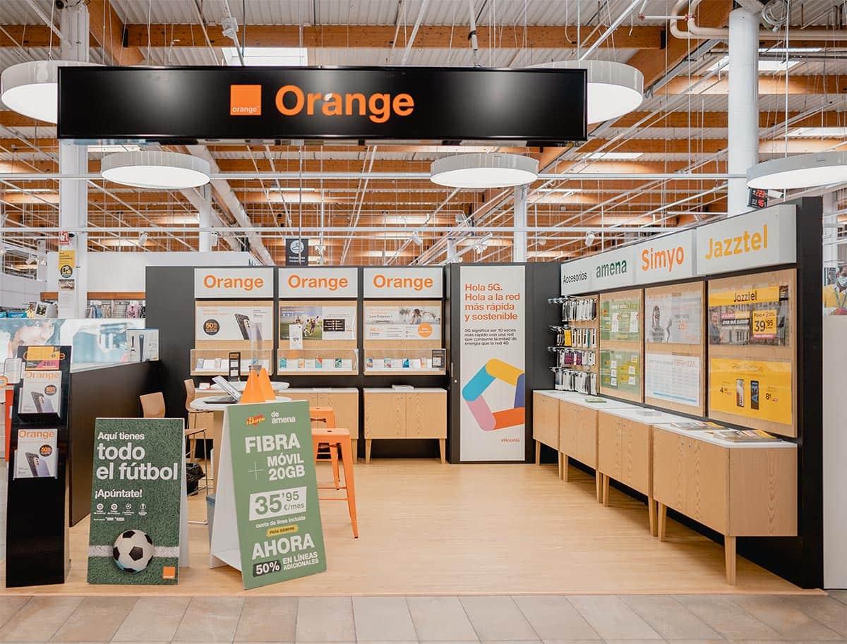 instore-clientes-orange-muebles-tiendas-y-expositores-publicitarios