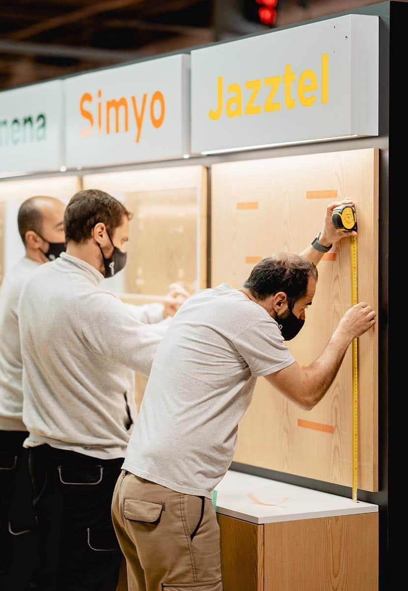 instore-clientes-orange-produccion-instalacion-muebles-de-madera-para-tiendas-en espacios-comerciales