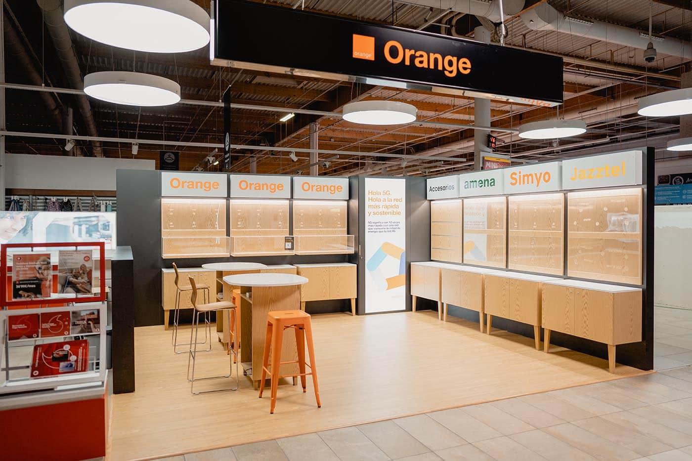 instore-clientes-orange-produccion-muebles-tiendas-espacios-comerciales