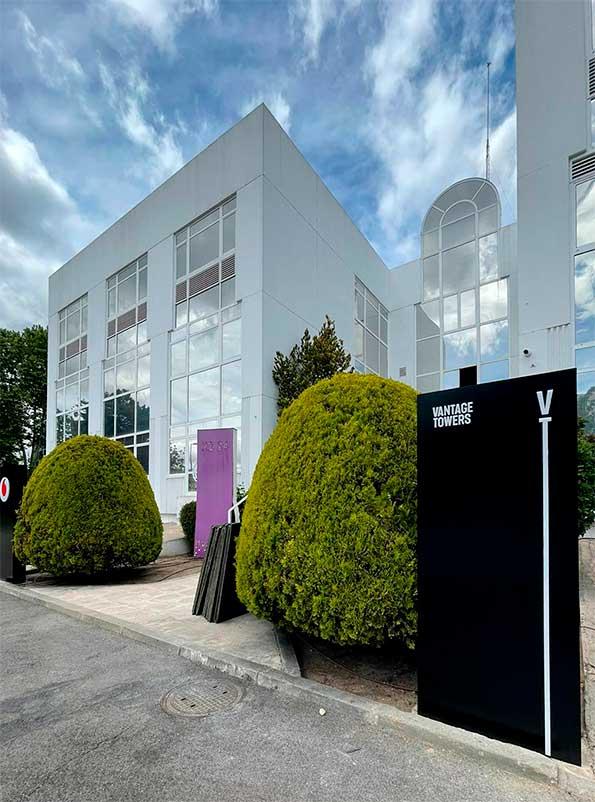 instore-clientes-vodadone-letras-corporeas-evento-vantage-towers