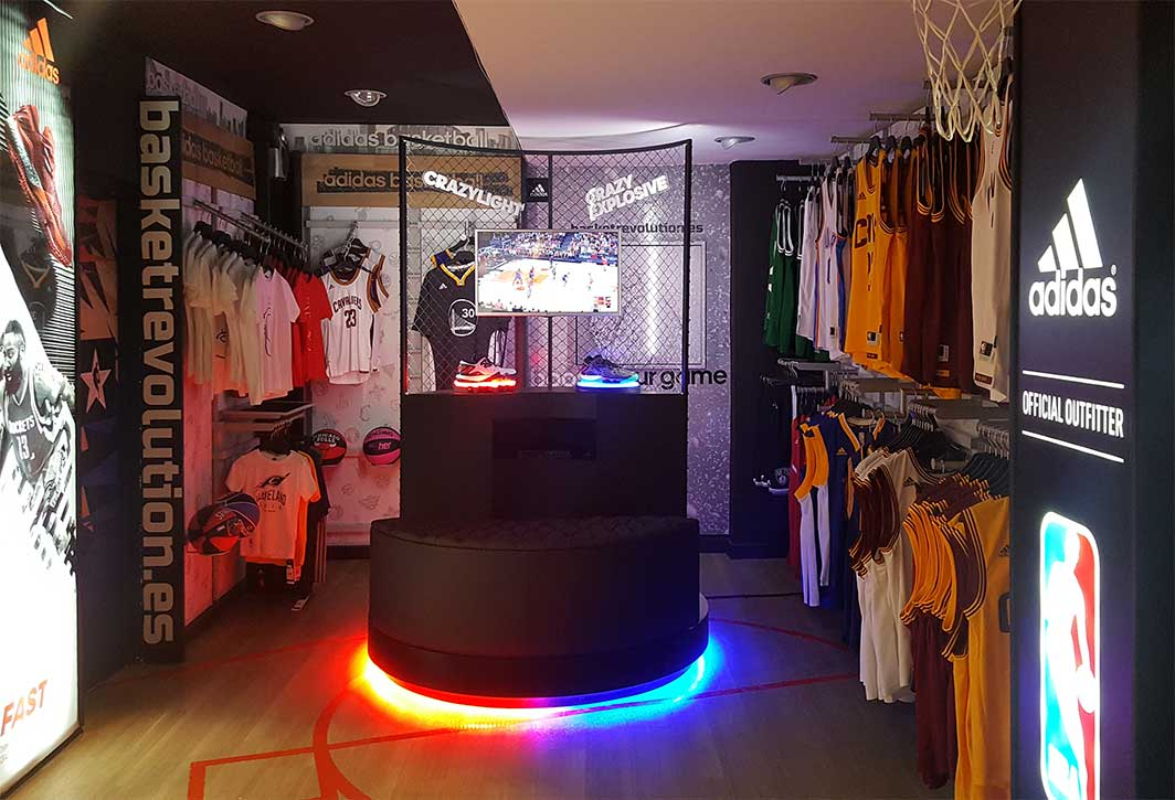 instore-clientes-adidas-mobiliario-para-tiendas-evento-deportivo