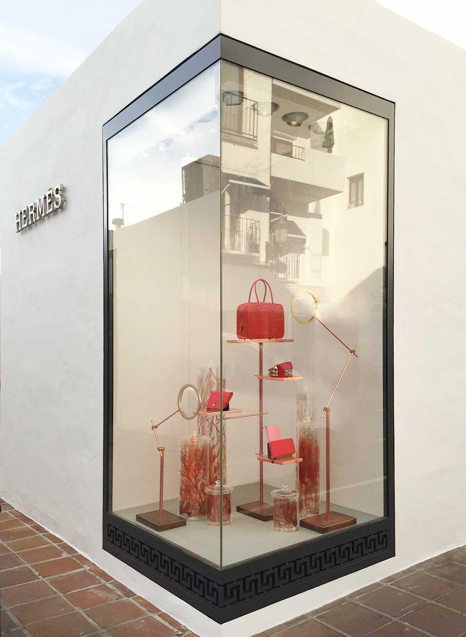 instore-clientes-hermes-decoracion-de-escaparates-retail-store