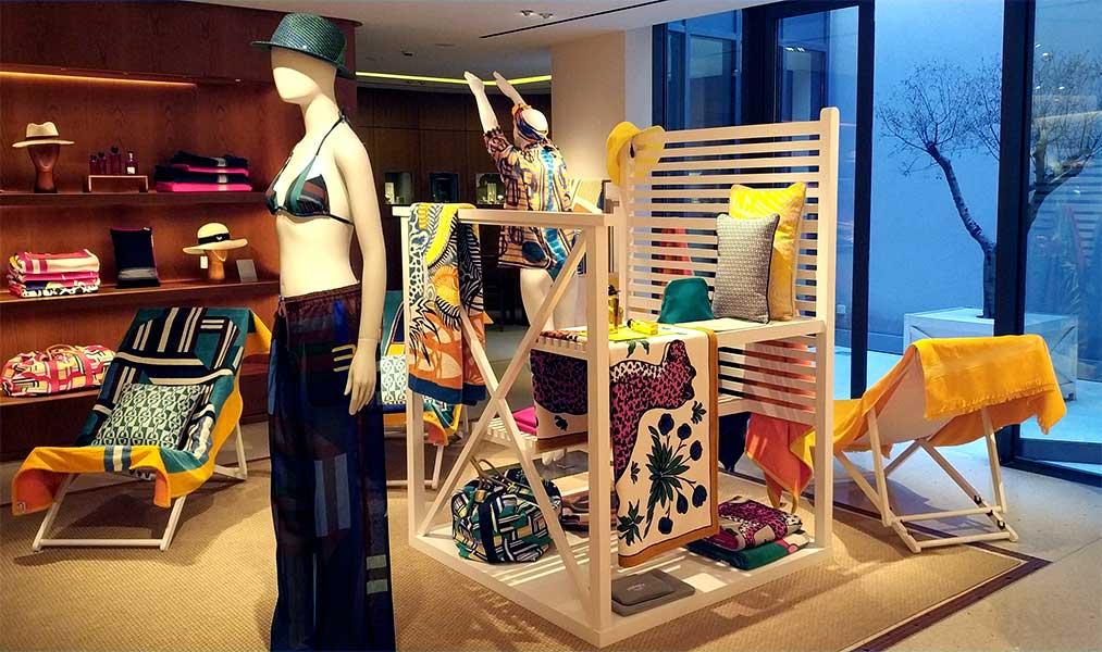 instore-clientes-hermes-decoracion-muebles-tiendas-de-madera-personalizados