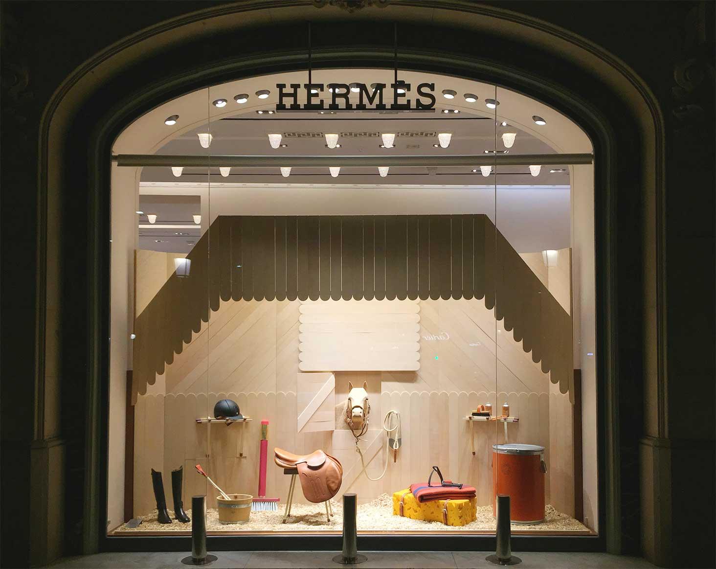 instore-clientes-hermes-produccion-escaparates-muebles-de-madera